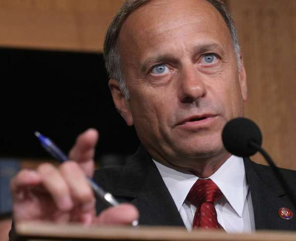 Rep. Steve King (R-Iowa) speaking to reporters in 2007