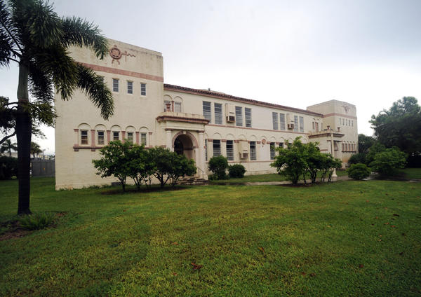The Old Boynton Beach high school, which was built in 1927, is the center of a city-wide controversy.