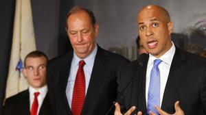 Newark Mayor Cory Booker makes Senate bid official