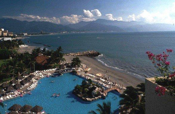 CasaMagna Marriott Puerto Vallarta Resort & Spa has 404 rooms and 29 suites.