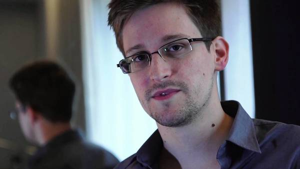 National Security Agency contractor Edward Snowden gave an interview toi the Guardian newspaper of Britain before dropping out of sight.