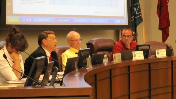 St. Charles aldermen discuss the comprehensive plan.