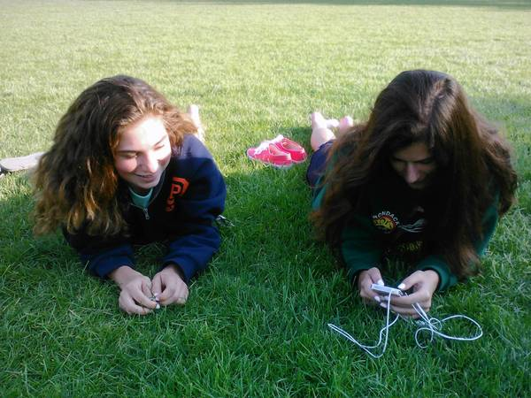 Hannah Anderson, left, and Zoe Jackson look at an iPhone in Scoville Park last week.