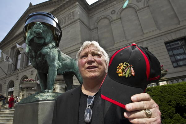 Legendary Blackhawks Bobby Hull talks to fans after the Chicago Blackhawks helmets were installed on the lions in front of the Art Institute of Chicago.