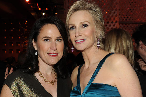 2013 Celebrity Splits: Glee star Jane Lynch and her psychologist wife of three years, Lara Embry, decided to call it quits in June.   The two, who married in Sunderland, Mass., on Memorial Day 2010, met in 2009 at a fundraiser.