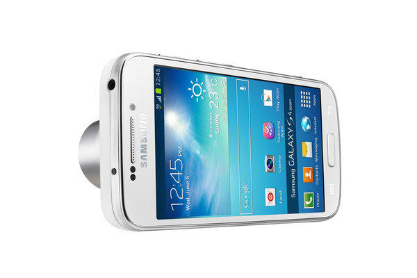 The Galaxy S4 zoom has the first smartphone camera to feature 10x optical zoom, according to Samsung.