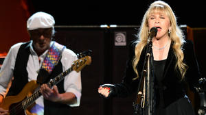Fleetwood Mac, Clear Channel sign revenue-sharing deal