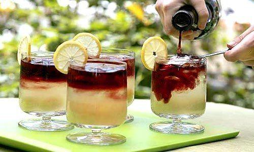"<a href=""http://www.latimes.com/features/la-fo-cocktailrec21a-2008may21,0,7818408.story"" target=""_blank""><b>Recipe:</b> Sideways Sour</a>"