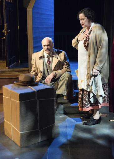 parallels between the glass menagerie and Independent players continues its 40th anniversary season with the glass  menagerie,' which runs may 4-19 at elgin art showcase in.