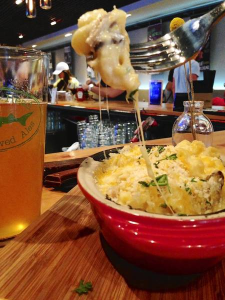 Mac and cheese and a craft beer at Avenue Gastrobar.