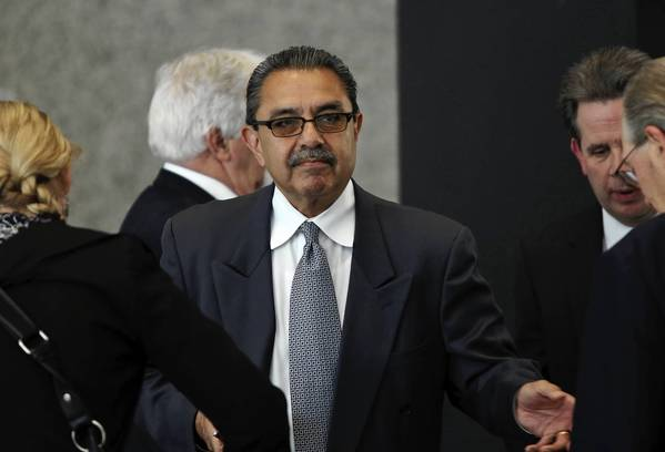 Former Ald. Ambrosio Medrano enters the Dirksen U.S. Courthouse to attend his trial on bribery charges.