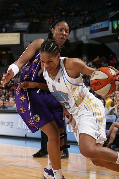 Chamique Holdsclaw plays defense against the Sky's Monique Currie.