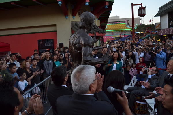 Bruce Lee statue unveiled in L.A.'s Chinatown