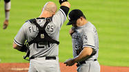 HOUSTON — Before lifting <strong>Tyler Flowers</strong> for a pinch hitter in the seventh inning, White Sox manager <strong>Robin Ventura</strong> reiterated his support Sunday for the struggling catcher.