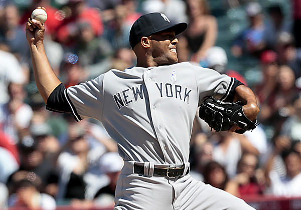 Yankees closer Mariano Rivera struggles in the ninth inning, but still earns a save as the Yankees win 6-5 at Angel Stadium.