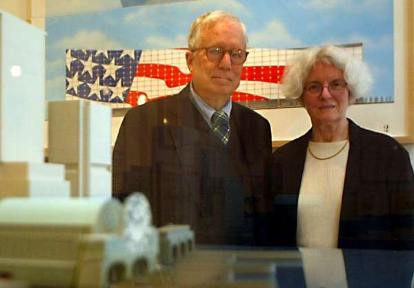 Architects Denise Scott Brown and Robert Venturi in La Jolla in 2002.
