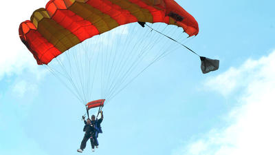 Hagerstown man skydives to celebrate his 90th birthday