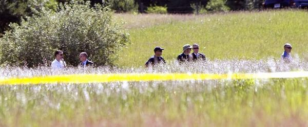 FBI agents search a field outside Detroit for the remains of Jimmy Hoffa.