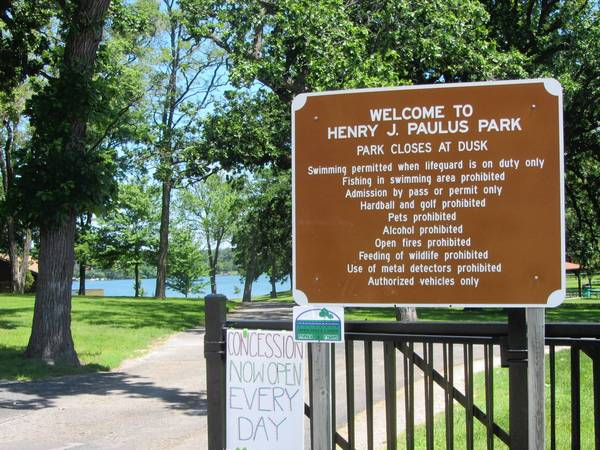A sign at the entrance to Henry J. Paulus Park in Lake Zurich warns against bringing alcohol into the park. That could change if the village passes a proposed ordinance change.