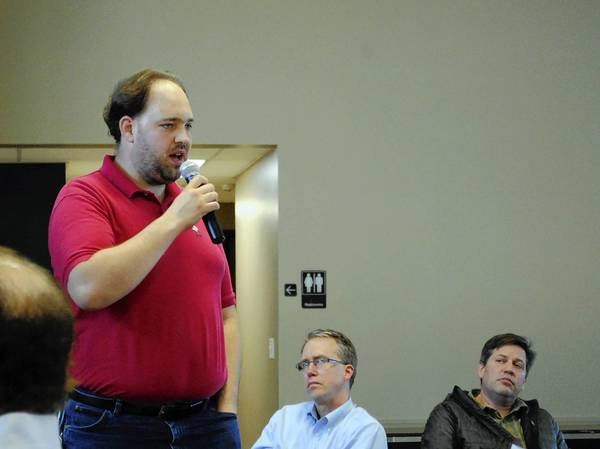 Highland Park resident Daniel Easterday comments during a June 13 meeting sponsored by the Illinois State Rifle Association to strategize opposition to several municipal assault weapons ban proposals in Lake County.