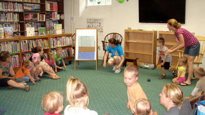 Preschoolers 'Dig into Reading' at Biesecker library