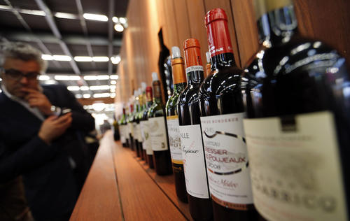 Bottles of wine are lined-up at Vinexpo, the world's biggest wine fair, in Bordeaux, southwestern France, June 18, 2013.  REUTERS/Regis Duvignau (FRANCE- Tags: BUSINESS FOOD)