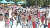 SeaWorld hosts 'World's Largest Swimming Lesson'