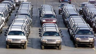 Chrysler backs down, recalls 2.7 million Jeeps for fire risk