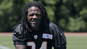 Plaschke: NFL's Adam 'Pacman' Jones decision deserves penalty flag