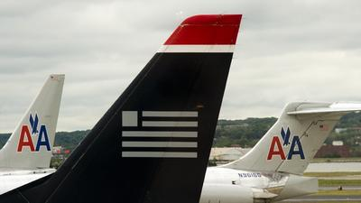 Senators urge scrutiny of American Airlines and US Airways merger