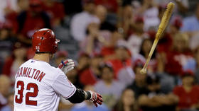 Josh Hamilton struggles as Angels fall in 10 innings
