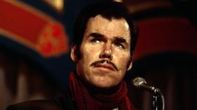 Slim Whitman dies at 90; listen to the graceful crooner