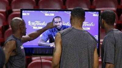 Finals media day: Pop perspective, Wade knee, LeBron headband