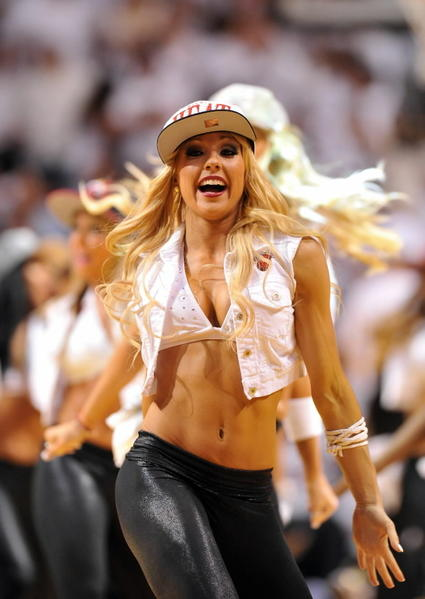 <b>Photos:</b> Miami Heat Dancers in action - Miami Heat