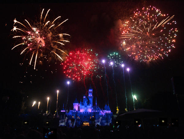 During the fireworks show at Disneyland Richard Hammond photographed the scenery.