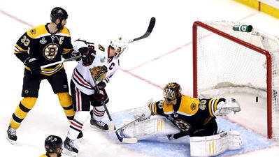 Chicago Blackhawks even series with Boston Bruins with OT win, 6-5