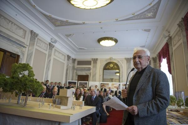 Architect Frank Gehry speaks to members of the Eisenhower Memorial Commission in Washington.