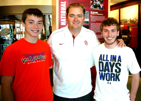 Warner football players Bryce Fisher (left) and Traiton Peck (right) recently visited with Oklahoma offensive coordinator and former Aberdonian Josh Heupel.
