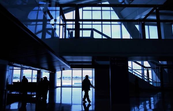 A man makes his way through the north concourse of the new Tom Bradley International Terminal at LAX.