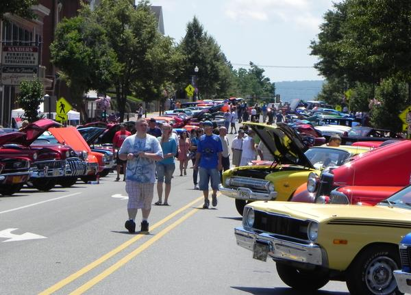 Thousands of car entusiasts flocked to downtown Waynesboro,Pa., on Saturday for the 11th annual Classic Car & Truck Show sponsored by Mainstreet Waynesboro Inc. and hosted by the Appalachian Golden Classics and Golden Gears of Frederick.