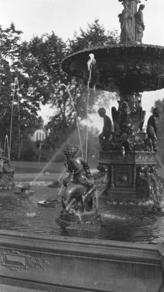 A postcard image of the Studebaker Electric Fountain, which stood in Howard Park in South Bend from 1906 until 1941. The image is from the St. Joseph County Public Library's local history collection.