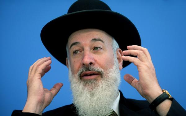 Israel's Ashkenazi chief rabbi, Yona Metgzer, at a news conference in Berlin last summer. Metzger suspended himself from some duties after authorities said he was under investigation for corruption.