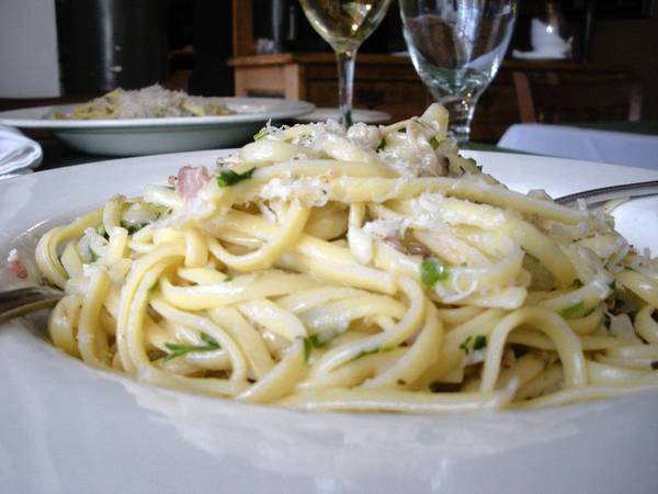 Stock up on a few essentials such as the linguine, clams and a bottle of clam juice, and this linguine with clam sauce dish will practically make itself.