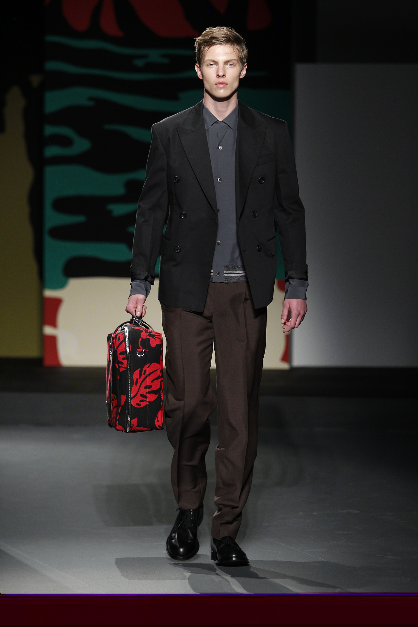 Spring Interesting Year in Men's Fashion March 12, Category: Men's Fashion Comments: No comments Fashion conscious men all around the world change their wardrobe every season as trends that might be 'in' this season, this year might not have been stylish in the same season last year.
