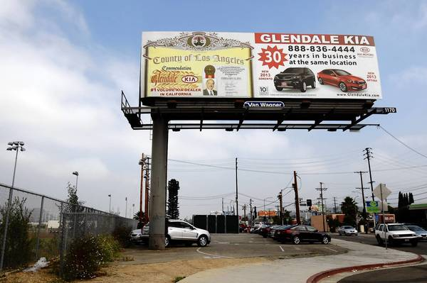 Glendale Kia in Glassell Park wants to buy this piece of city-owned land on San Fernando Road.
