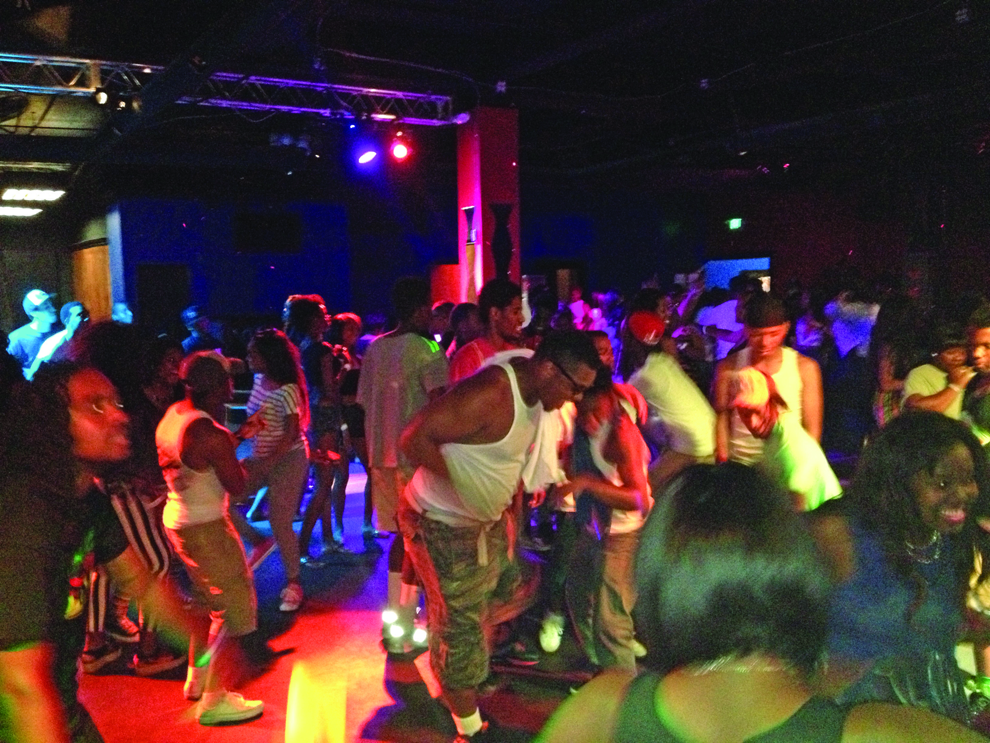 The infectious energy at Paparazzi Nightclub was the only bright spot on a recent Friday night.