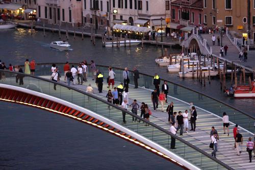Pedestrians walk over the newly opened fourth bridge over the Grand Canal, the Ponte della Costituzione (Bridge of the Constitution), which was designed by Spanish architect Santiago Calatrava in Venice September 12, 2008.