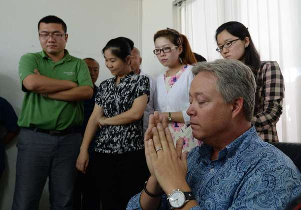 U.S. businessman Chip Starnes, right, who has been held hostage at his Chinese business for six days over a wage dispute, was released by his workers Thursday.