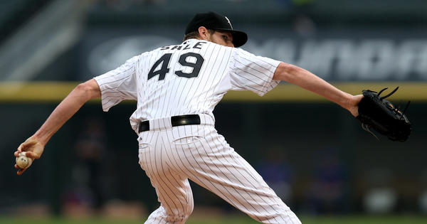 White Sox starting pitcher Chris Sale delivers to the Mets.