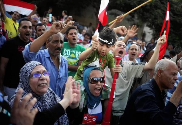 Opponents of Egypt's Islamist President Mohamed Morsi protest outside the Ministry of Defense in Cairo.